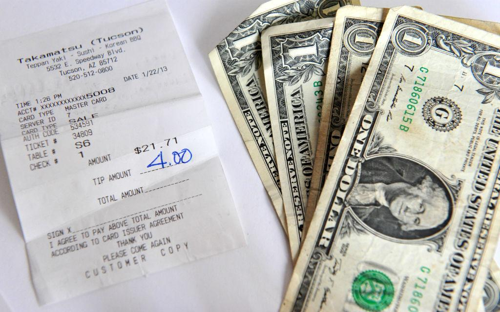 Leaving tips USA culture