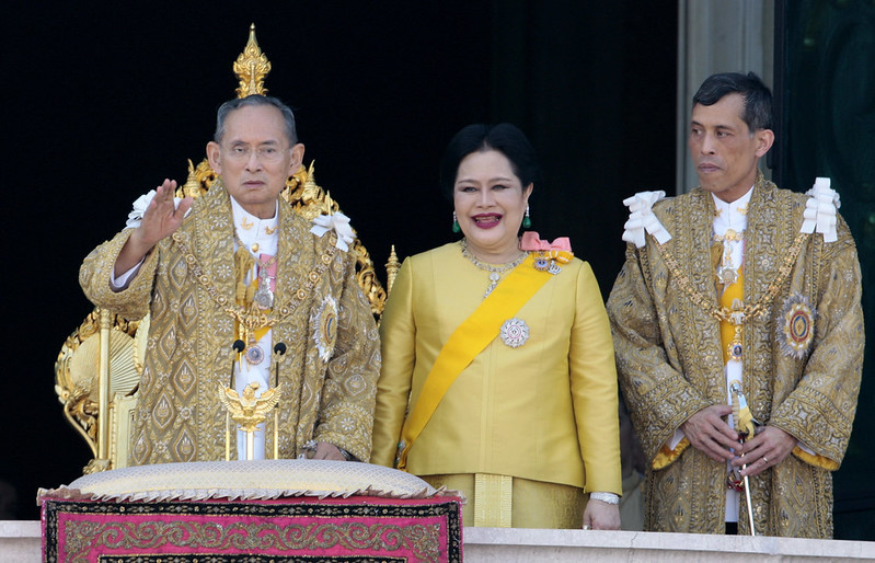 thai_royals_on_balcony