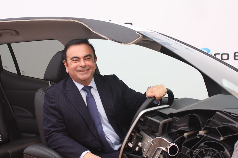ghosn_in_car