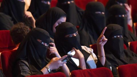 saudi-women-niqab-in-cinema