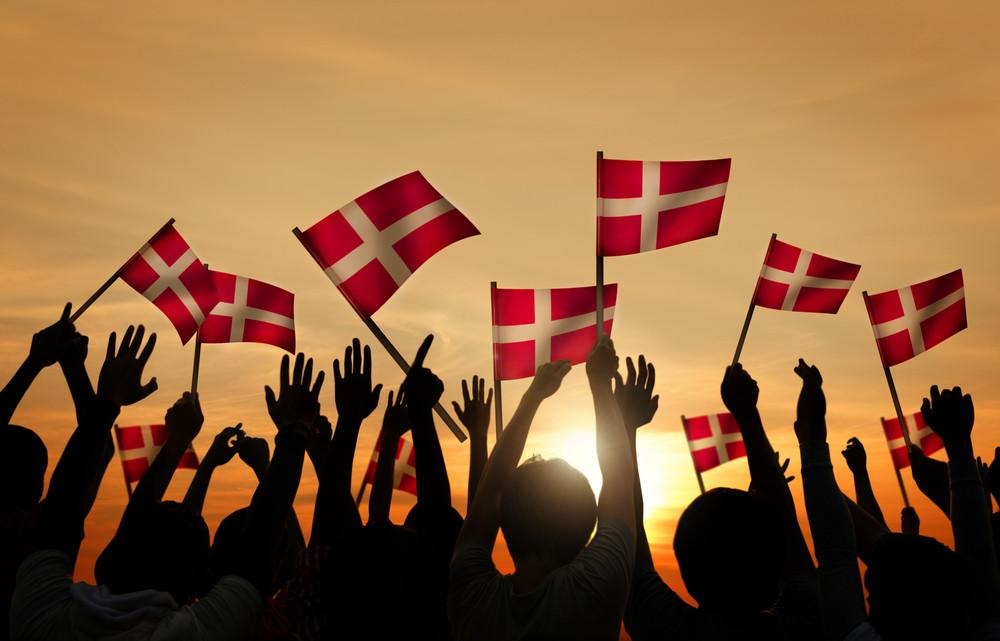 danes-celebrate-flags