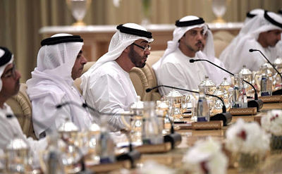 emirati-businessmen-negotiating