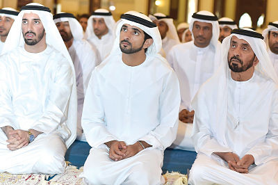 emirati-men-seated-floor