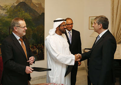emirati-businessman-with-guests