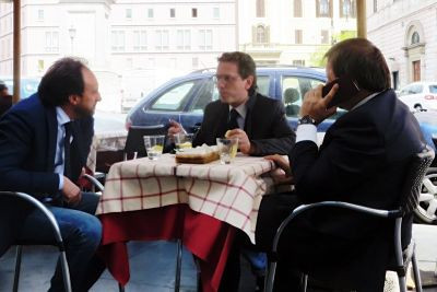 businessmen-lunch-rome