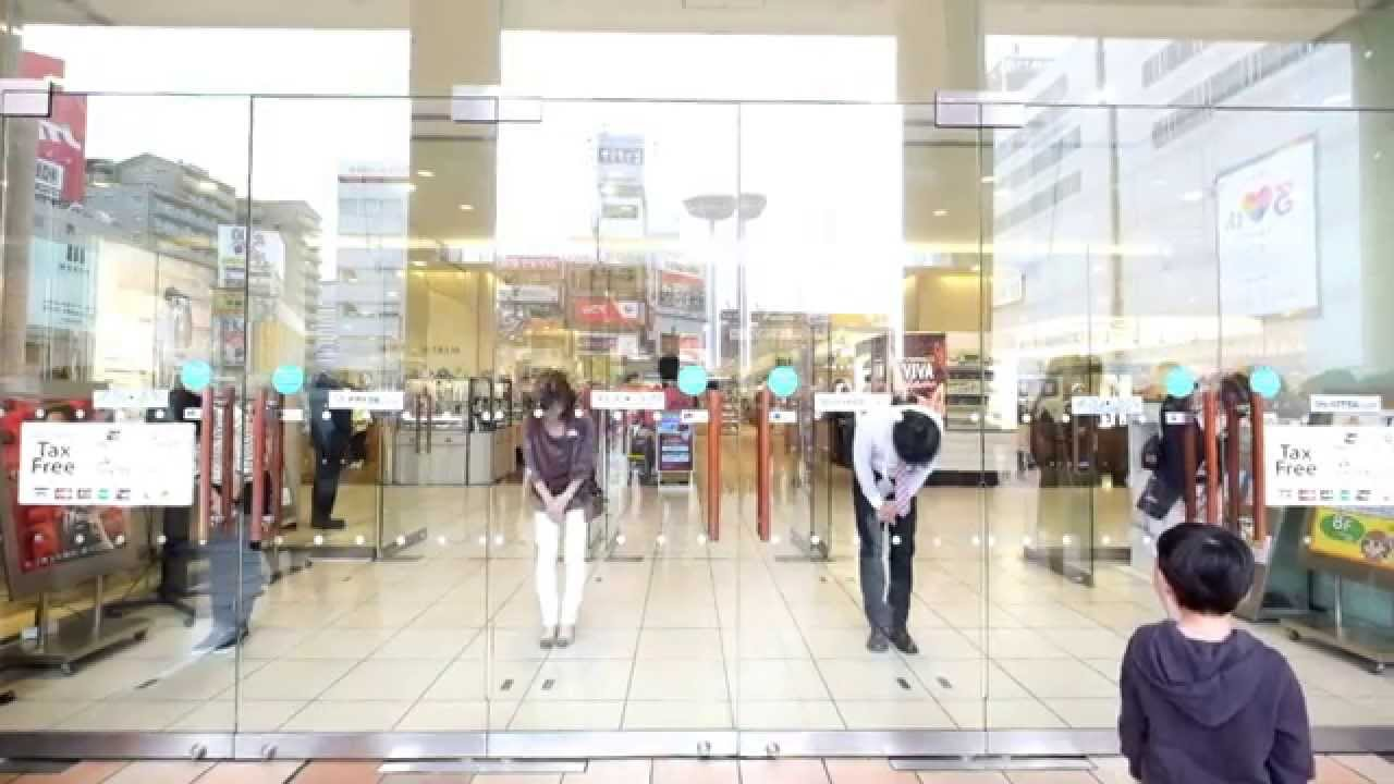 japanese store staff bowing